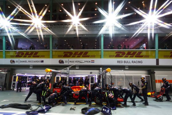 Marina Bay Circuit, Marina Bay, Singapore. Sunday 18 September 2016. Max Verstappen, Red Bull Racing RB12 TAG Heuer, makes a pit stop. World Copyright: Steven Tee/LAT Photographic ref: Digital Image _O3I9095