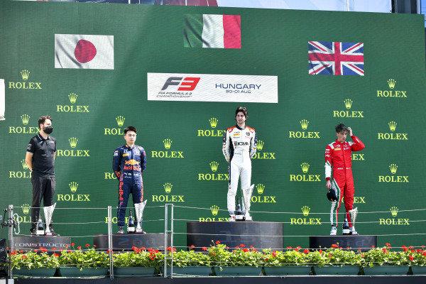 Ayumu Iwasa (JPN, HITECH GRAND PRIX), Lorenzo Colombo (HUN, CAMPOS RACING) and Olli Caldwell (GBR, PREMA RACING) on the podium
