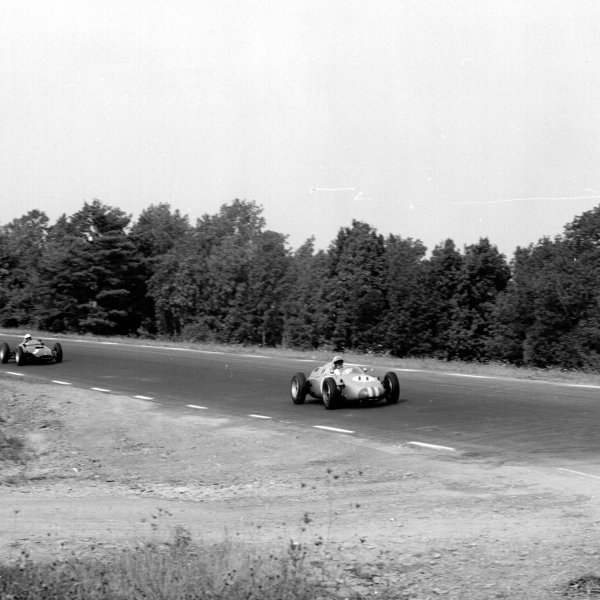 1961 United States Grand Prix, Watkins Glen, USA.8 October 1961.Jo Bonnier (Porsche 718) leads Tony Brooks (BRM P48/57-Climax). They finished 6th and 3rd respectively.Ref-10940.World - LAT Photographic