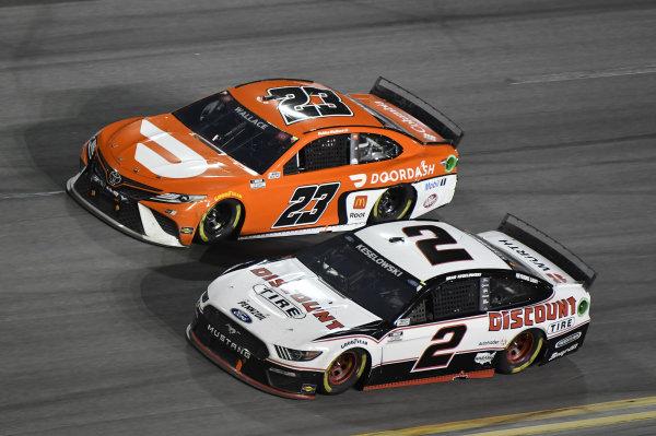 #23: Bubba Wallace, 23XI Racing, Toyota Camry, #2: Brad Keselowski, Team Penske, Ford Mustang Discount Tire