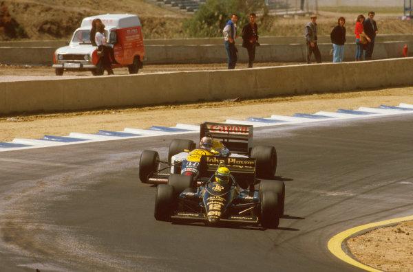 Jerez, Spain.11-13 April 1986.Ayrton Senna (Lotus 98T Renault) battles with Nigel Mansell (Williams FW11 Honda) for the win. Ref-86 ESP 11.World Copyright - LAT Photographic
