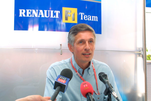 2002 French Grand Prix - Saturday QualifyingRenault boss Patrick Faure announces next season's driver line up of Fernando Alonso and Jarno Trulli. Also, Flavio Briatore has had his contract extended until 2005. Main sponsor Mild Seven have also confirmed another season with RenaultF1.Magny-Cours, France. 20th July 2002World Copyright - LAT Photographicref: digital file