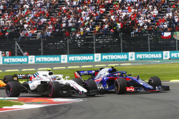 Sergey Sirotkin, Williams FW41, battles with Pierre Gasly, Scuderia Toro Rosso STR13