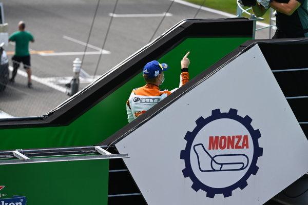Larry ten Voorde (NED, Team GP Elite), 1st position, leaves the podium