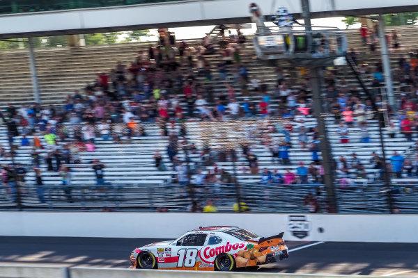 #18: Kyle Busch, Joe Gibbs Racing, Toyota Supra Combos checkered flag
