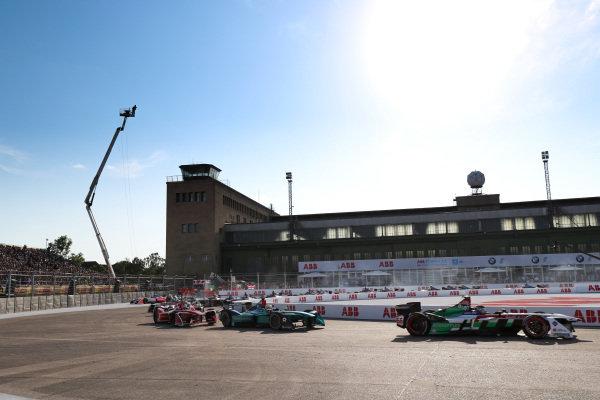 Daniel Abt (GER), Audi Sport ABT Schaeffler, Audi e-tron FE04, leads Oliver Turvey (GBR), NIO Formula E Team, NextEV NIO Sport 003, and Jérôme d'Ambrosio (BEL), Dragon Racing, Penske EV-2.