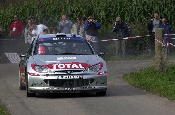 Second placed Richard Burns (GBR), Peugeot 206 WRC,  on Stage 18.Fia World Rally Championship, Rd10, Rallye Deutschland, Germany, Leg 3, 25 August 2002.DIGITAL IMAGE