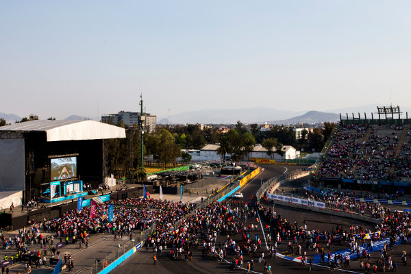 2015/2016 FIA Formula E Championship. Mexico City ePrix, Autodromo Hermanos Rodriguez, Mexico City, Mexico. Saturday 12 March 2016. The fans make their way to the podium. Photo: Zak Mauger/LAT/Formula E ref: Digital Image _L0U8574