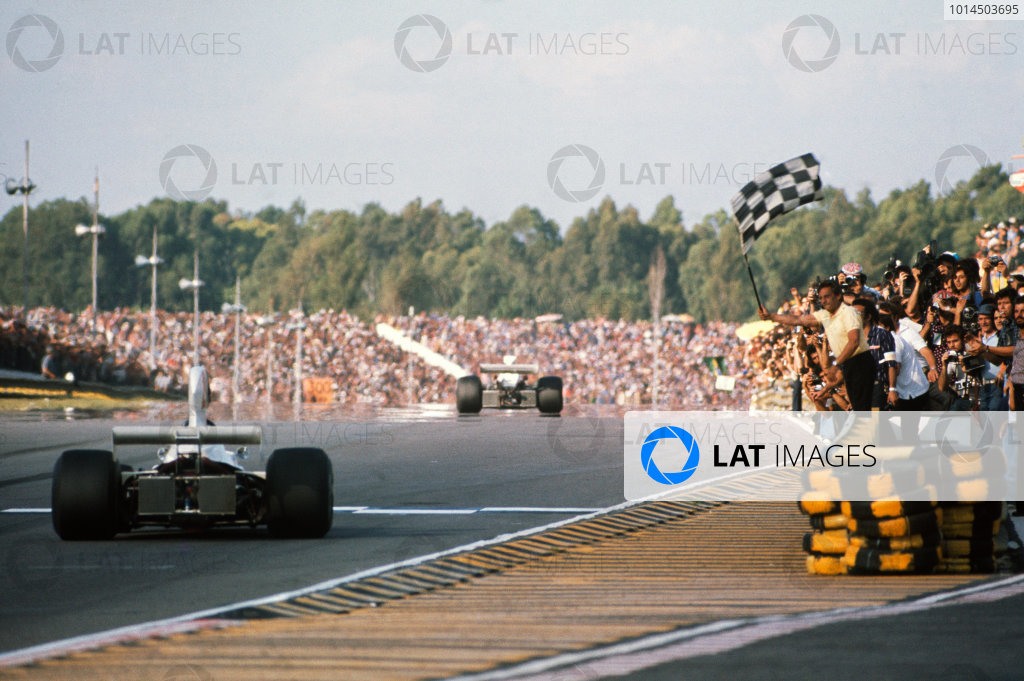 1975 Argentinian Grand Prix  Buenos Aires, Argentina. 10-12th January 1975.  James Hunt, Hesketh 308B Ford, 2nd position.  Ref: 75ARG03. World copyright: LAT Photographic