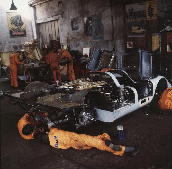 Le Mans, France. 13th - 14th June 1970. Gulf Porsche Team work on a Porsche 917 in their garage. World Copyright: LAT Photographic. Ref: 70MFLM