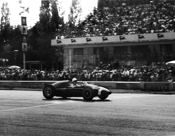 Monza, Italy. 13th September 1959.Stirling Moss (Cooper T51-Climax), 1st position, action.World Copyright: LAT Photographic.Ref: 8272