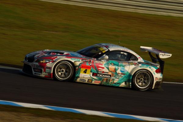 Twin Ring Motegi, Japan.15th - 16th October 2011GT300 Winner & 2011 Driver's Champion Nobuteru Taniguchi & Taku Bamba ( #4 HATSUNEMIKU GOODSMILE BMW ) action.World Copyright: Yasushi Ishihara/LAT Photographicref: Digital Image 2011SGT_R8_024