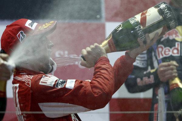 Marina Bay Circuit, Singapore.26th September 2010.Fernando Alonso, Ferrari F10, 1st position, sprays the Champagne. Portrait. Podium. World Copyright: Andrew Ferraro/LAT Photographicref: Digital Image _Q0C6266