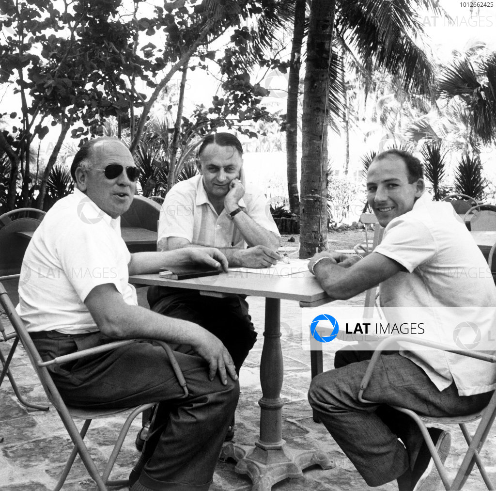 Oaks Course, Nassau, Bahamas. 3rd December 1957. Stirling Moss (Aston Martin DBR2), 24th position, relaxing with Reg Parnell and John Wyer, portrait. World Copyright: LAT Photographic.