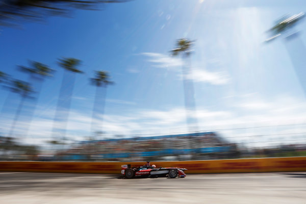 2014/2015 FIA Formula E Championship. Long Beach ePrix, Long Beach, California, United States of America. Saturday 4 April 2015 Karun Chandhok (IND)/Mahindra Racing - Spark-Renault SRT_01E  Photo: Zak Mauger/LAT/Formula E ref: Digital Image _L0U7840