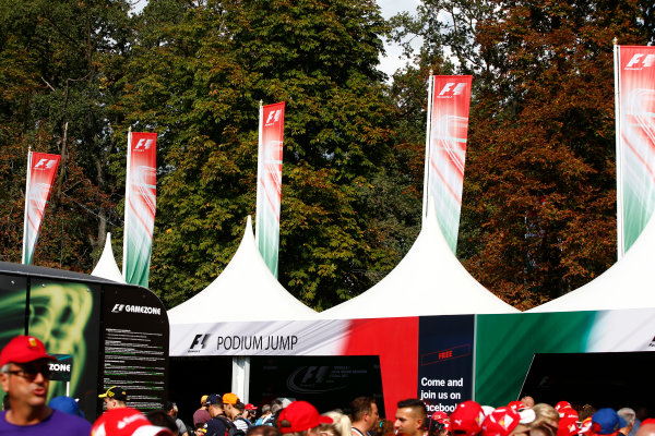 Autodromo Nazionale di Monza, Italy. Friday 01 September 2017. The atmosphere in the F1 Fanzone. World Copyright: Andy Hone/LAT Images  ref: Digital Image _ONY5984