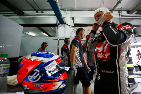 Sepang International Circuit, Sepang, Malaysia. Friday 29 September 2017. Romain Grosjean, Haas VF-17, puts on his balaclava in the team's garage. World Copyright: Andy Hone/LAT Images  ref: Digital Image _ONZ8789
