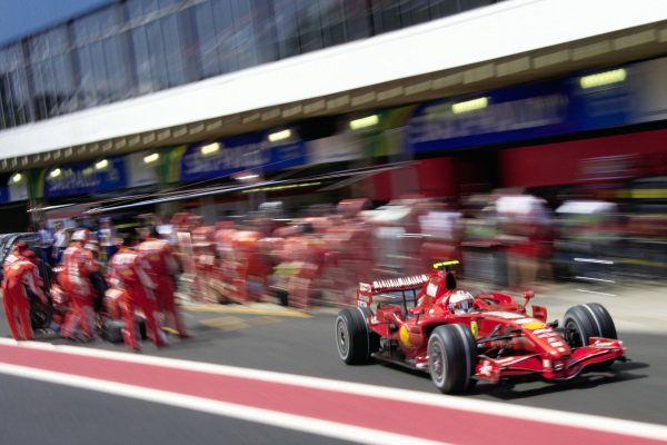 Kimi Räikkönen, Ferrari F2007 leaves his pitbox.