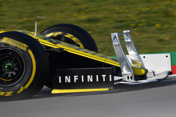 Nico Hulkenberg, Renault F1 Team R.S. 19 with front wing device