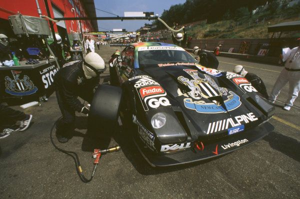 FIA GT Championship Round 6, Zolder, Belgium. 23rd July 2000The race winning Lister Storm of Bailey and Campbell-Walter makes a pitstop.World - Fox / LAT Photographic