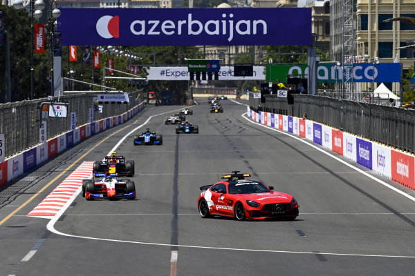 Safety Car leads Robert Shwartzman (RUS, Prema Racing) and Jehan Daruvala (IND, Carlin)