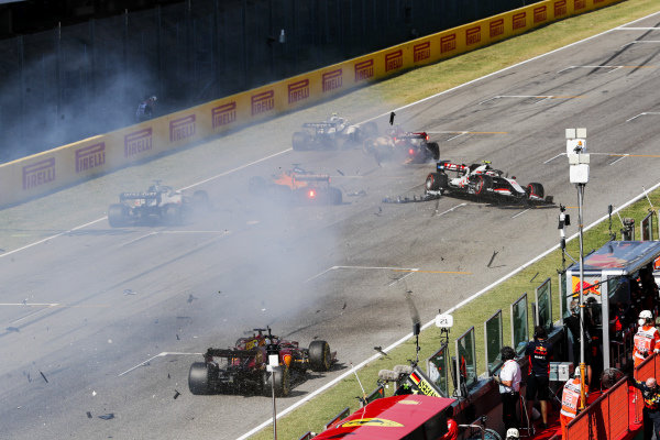 Carlos Sainz, McLaren MCL35 and Kevin Magnussen, Haas VF-20 crash