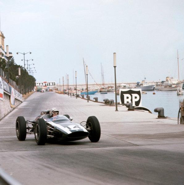 1962 Monaco Grand Prix.Monte Carlo, Monaco.31/5-3/6 1962.Bruce McLaren (Cooper T60 Climax) 1st position at Tabac.Ref-511.World Copyright - LAT Photographic