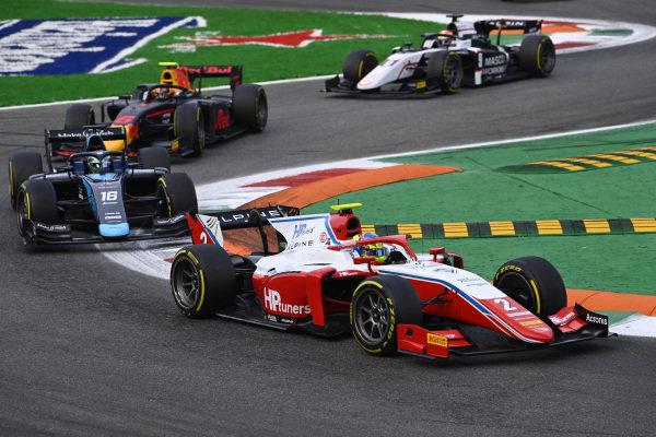 Oscar Piastri (AUS, Prema Racing), leads Roy Nissany (ISR, DAMS)