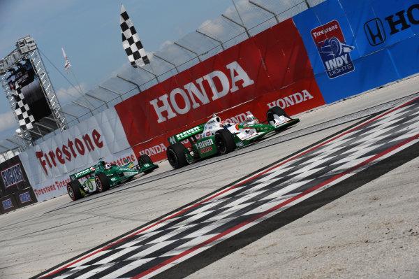 Tony Kanaan (BRA) Andretti Green Racing leads Dario Franchitti (GBR) Target Chip Ganassi Racing. Indycar Series, Rd1, St Petersburg, Florida, USA, 4-5 April 2009.