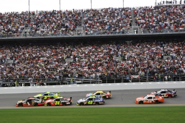 Race action. NASCAR Sprint Cup Series, Rd 1, Daytona 500, Daytona International Speedway, Daytona, Florida, USA, Sunday 15 February 2009.