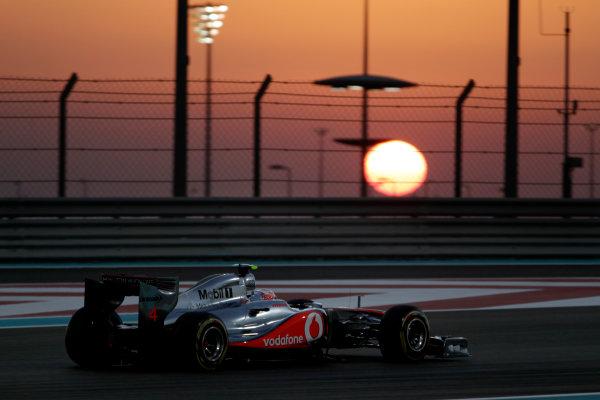 Yas Marina Circuit, Abu Dhabi, United Arab Emirates12th November 2011.Jenson Button, McLaren MP4-26 Mercedes. Action. World Copyright:Glenn Dunbar/LAT Photographic ref: Digital Image _G7C4445
