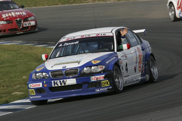 2005 World Touring Car Championship (WTCC)Oschersleben, Germany. 28th August 2005Alessandro Zanardi (BMW Team Italy-Spain BMW 320i) waves to the crowds after his Race 2 win.World Copyright: Photo4 / LAT Photographicref: Digital Image Only