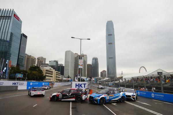 Simon Evans (NZL), Team Asia New Zealand leads Darryl O'Young (HKG), Jaguar VIP car