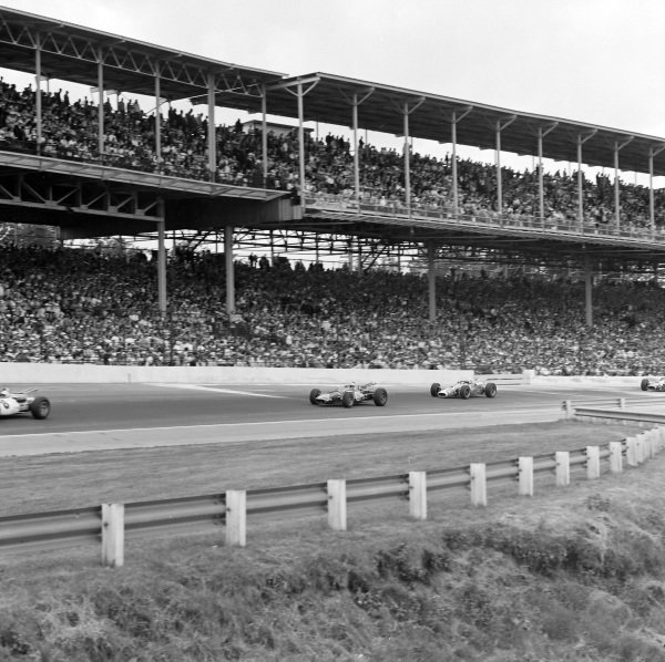 Jerry Grant, John Klug, Eagle Mk2 Ford, leads Al Unser, Andy Granatelli, Lotus 38 Ford.