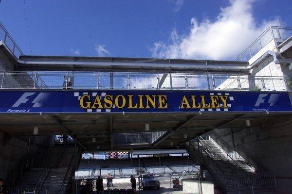 Gasoline Alley United States Grand Prix, Indianapolis, 27 September 2001. DIGITAL IMAGE