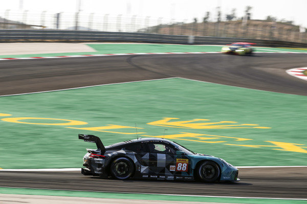 #88 Dempsey-Proton Racing Porsche 911 RSR - 19: Dominique Bastien, Marco Seefried, Julien Andlauer