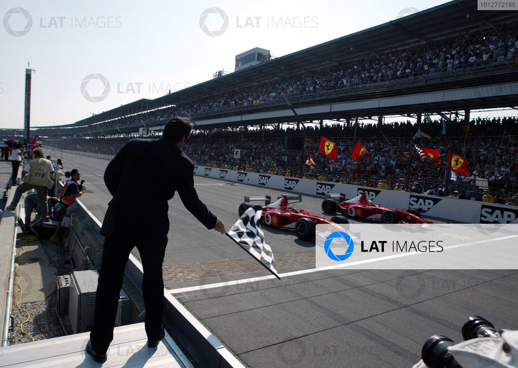 2002 USA Grand Prix - RaceIndianapolis, USA, 29th September 2002.Rubens Barrichello pips Michael Schumacher to the line by 0 011s.World Copyright: Steve Etherington/LATref: Digital Image Only