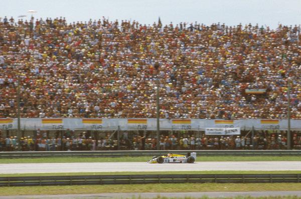 Jacarepagua, Rio de Janeiro, Brazil.21-23 March 1986.Nelson Piquet (Williams FW11 Honda) 1st position.Ref-86 BRA 08.World Copyright - LAT Photographic