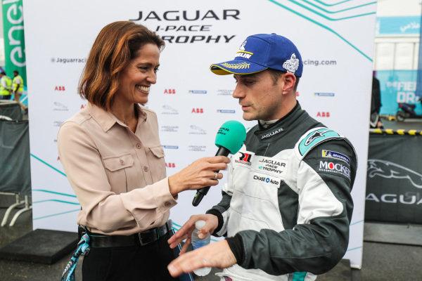Presenter Amanda Stretton interviews Bryan Sellers (USA), Rahal Letterman Lanigan Racing
