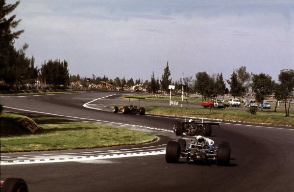 1968 Mexican Grand Prix.Mexico City, Mexico.1-3 November 1968.Graham Hill (Lotus 49B Ford) 1st position. World Champion.Ref-68 MEX 03.World Copyright - LAT Photographic