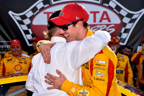 Monster Energy NASCAR Cup Series Toyota Owners 400 Richmond International Raceway, Richmond, VA USA Sunday 30 April 2017 Joey Logano, Team Penske, Shell Pennzoil Ford Fusion wins. World Copyright: Rusty Jarrett LAT Images ref: Digital Image 17RIC1rj_4412