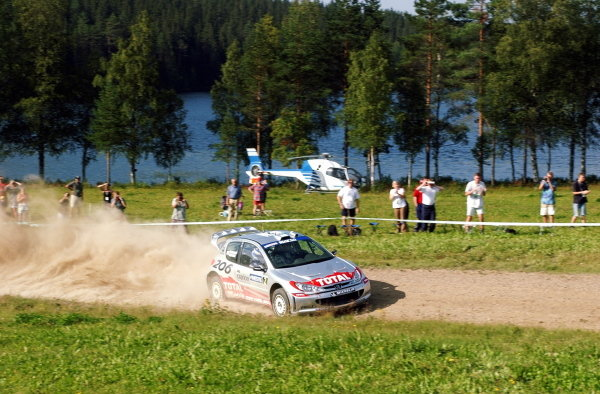 Marcus Gronholm (FIN) Peugeot 206 WRC dominated the final day of the rally to take victory and a health championship lead of 17 points over Colin McRae (GBR). FIA World Rally Championship, Rd9, Neste Rally Finland, Day Three, Finland. 11 August 2002. DIGITAL IMAGE