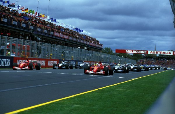 The cars watch the lights ready for the start of the race.Formula One World Championship, Rd1, Australian Grand Prix, Albert Park, Melbourne, Australia, 3 March 2002.BEST IMAGE