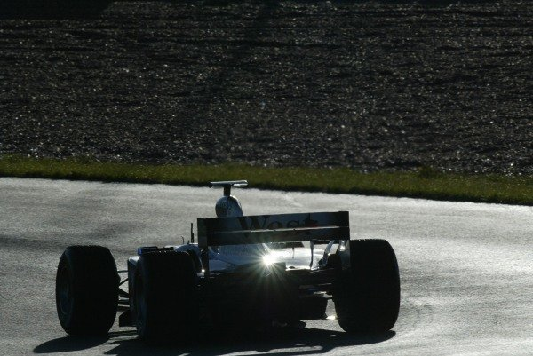 Alex Wurz (AUT) McLaren MP4 17 