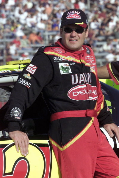 Jerry Nadeau (USA) UAW Delphi Chevrolet led until running out of fuel at the final corner eventually finishing fourth. NASCAR Winston Cup Series, NAPA 500, Atlanta, USA, 17 November 2001.DIGITAL IMAGE
