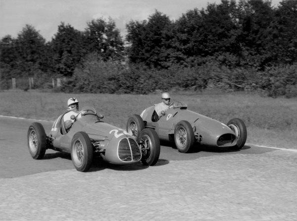 1952 Italian Grand Prix.Monza, Italy. 7 September 1952.Felice Bonetto (Maserati A6GCM #22), 5th position, and Andre Simon (Ferrari 500, #8), 6th position. Ref-52/41#27A.World Copyright - LAT Photographic