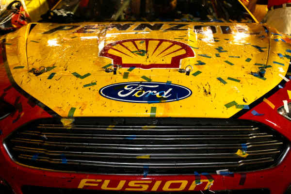 22-23 August, 2014, Bristol, Tennessee USA Confetti on Joey Logano's Ford ?2014, Lesley Ann Miller LAT Photo USA