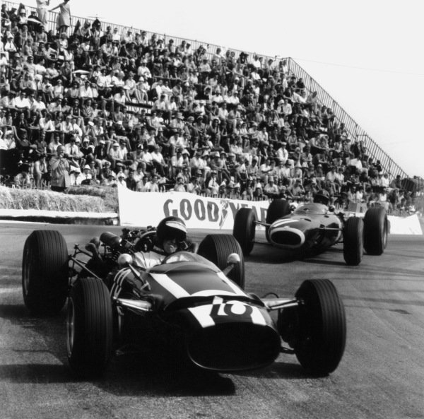 Monte Carlo, Monaco. 22nd May 1966.Jochen Rindt (Cooper T81-Maserati), retired, leads Graham Hill (BRM P261), 3rd position, action.World Copyright: LAT PhotographicRef: 34097