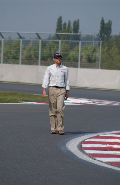 """2003 Champ Car Series 22-24 August 2003Molson Indy Montreal Circuit Gilles Villeneuve.Montreal, Quebec, Canada. Roberto Moreno during Thursday """"track walk"""" checking the line thru turns 14 and 15. 2003- Dan R. Boyd USA LAT Photography"""