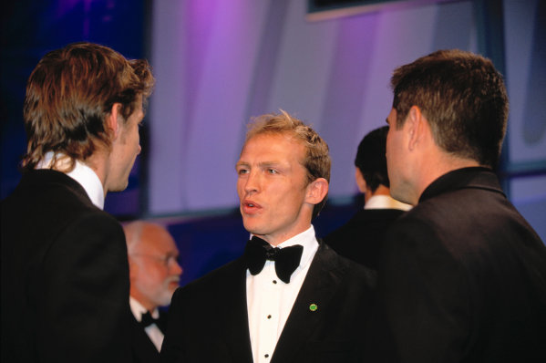 2003 Autosport AwardsGrosvenor Hotel, London, EnglandEngland Rugby player Matt Dawson talks to Jenson Button and Gil de Ferran. Portrait.World Copyright: Gold/LATref: 35mm Transparency (30mb scan)